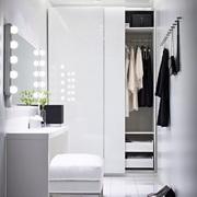 Vestidor iluminado con espejo