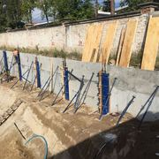 Montaje de dovelas para muro de contención prefabricadas
