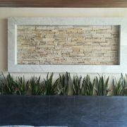 Muro de piedra con fachaleta