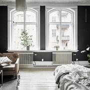 Sala con paredes negras