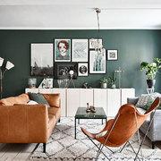 Sala con sillones y paredes verdes