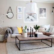 Sala con paredes pintadas en color beige