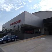 Rehabilitación y construcción de área de lavado Agencia Porsche Santa Fe