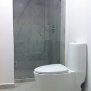Distribuidores Imperquimia - Remodelación de baño estilo minimalista moderno