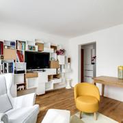 Sala con muebles suspendidos