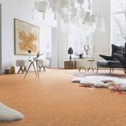 Sala con piso de corcho