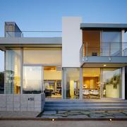 Casa de dos niveles construida con steel frame