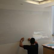 Distribuidores Helvex - Trabajos de colocación de Caja Fuerte y Pintarrón sobre muro curvo