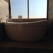 Tina en baño de recamara principal