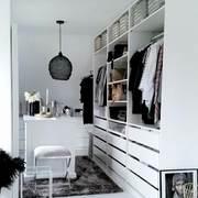 Vestidor color blanco con repisas y cajones