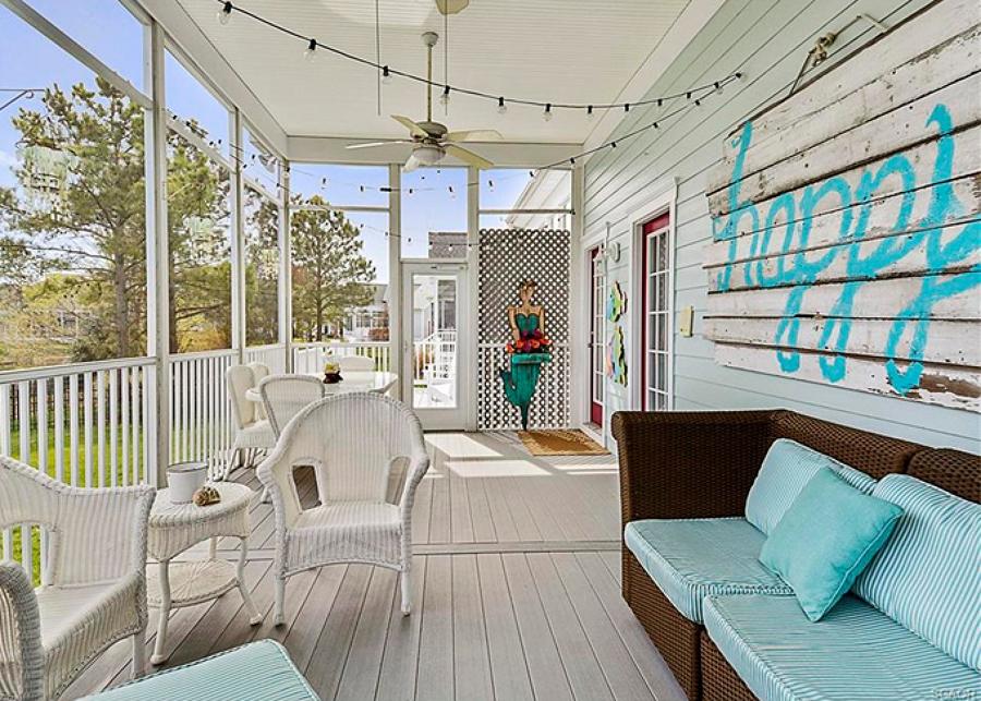 Terraza blanca con porche