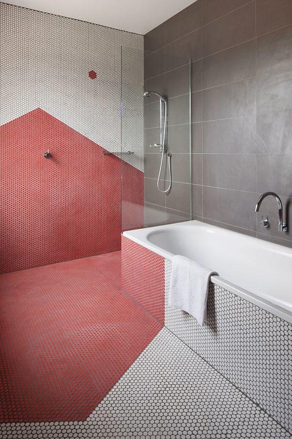 pared baño roja