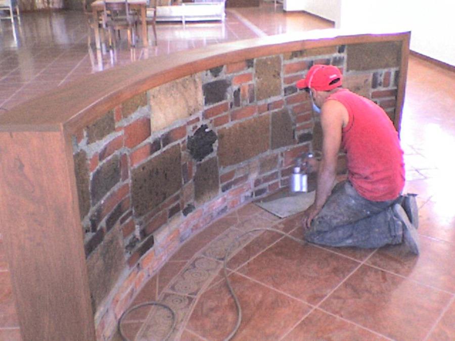 Foto acabado rustico y piso de ceramica de handasa pc sa for Pisos rusticos modernos