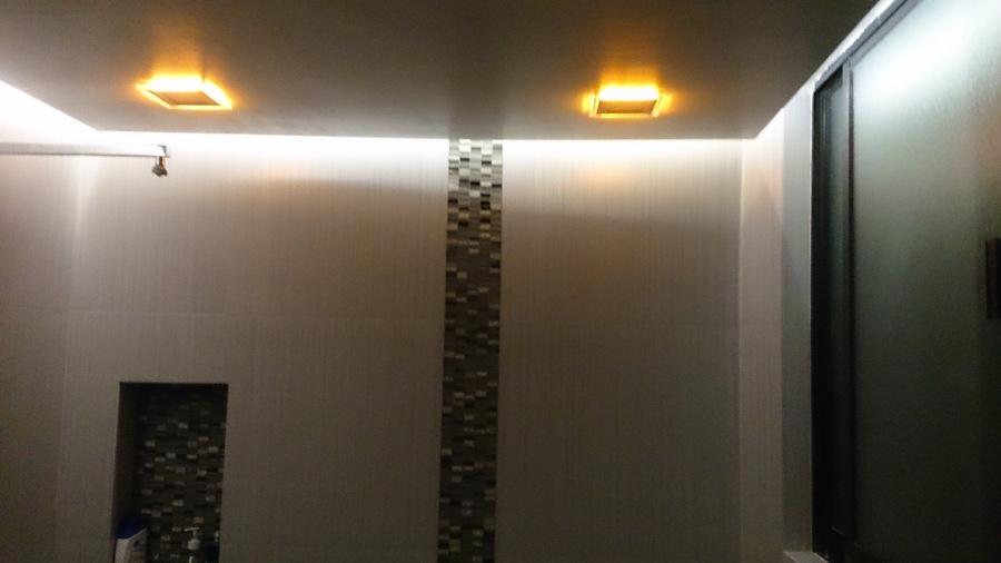 Acabados en tablaroca con luz indirecta y luz ambiental calida