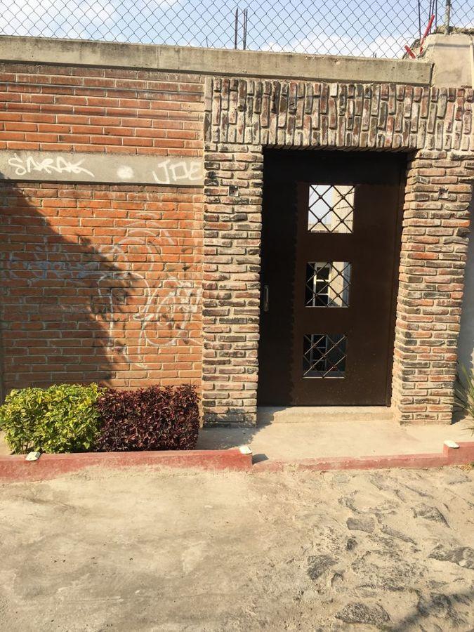 Acceso Con Puerta Matalica