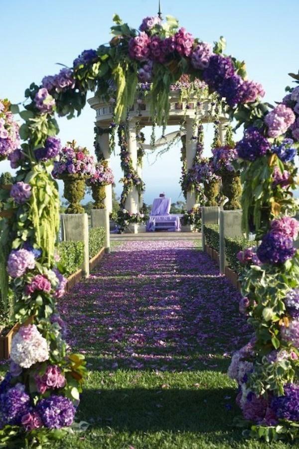 Altar hecho con flores