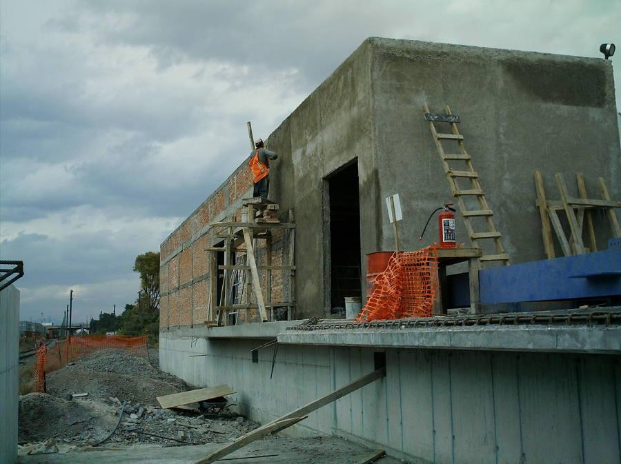 Aplanados de muros exteriores del cuarto de subestación y señalización