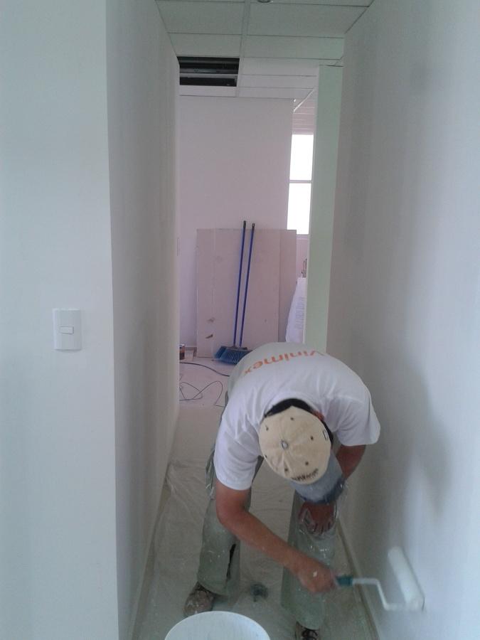 Aplicación de pintura en muros