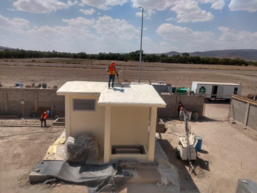 Aplicación de poliuretano espreado en Caseta de Planta de Emergencia