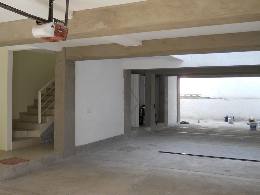 Area De Estacionamiento En El Edificio De Departamentos Enla Calle De Santa Maarta Col. Molino De Santo Domingo
