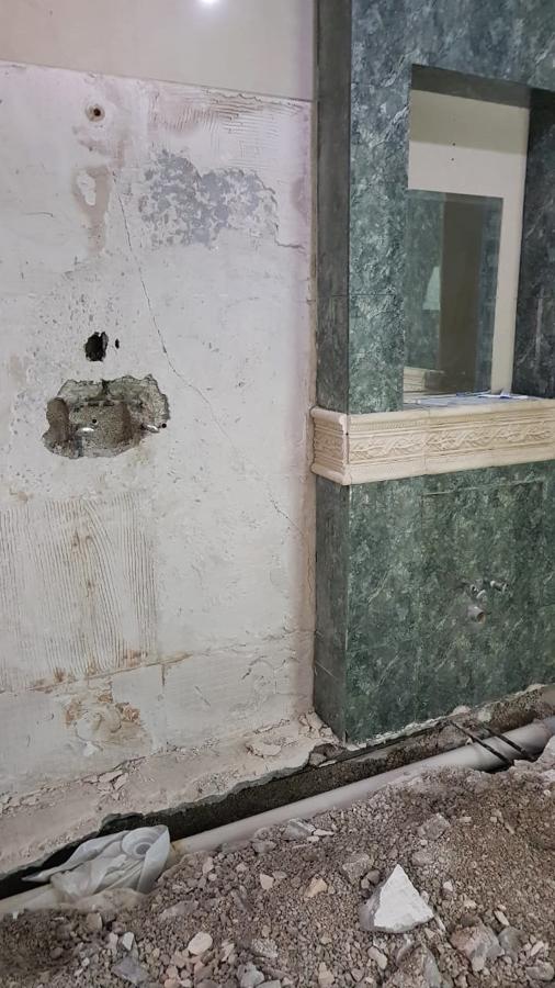 Área de regadera (cabina) y nicho donde había un lavabo