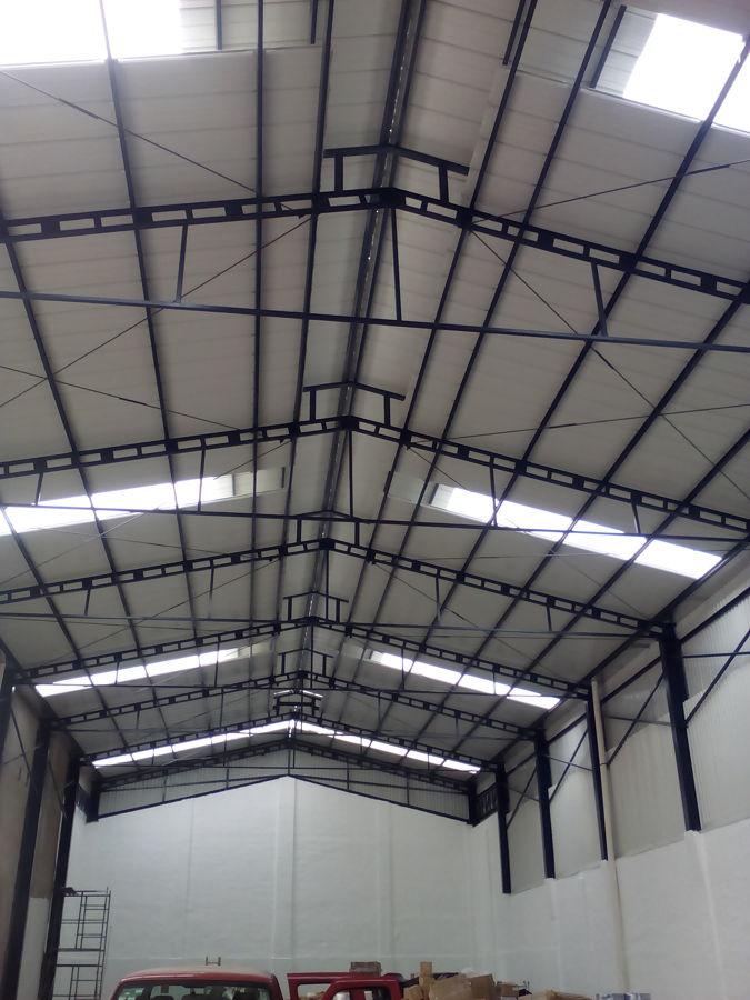 Foto armaduras y techo de estructuras techos y naves for Plafones de techo y pared