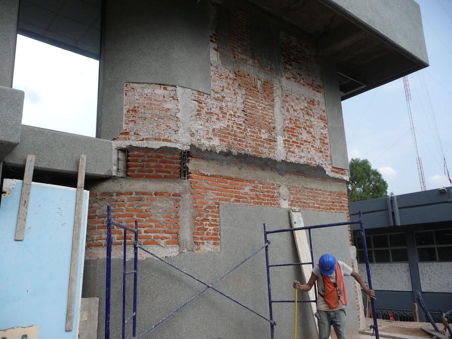 Asegurando el confinamiento del muro