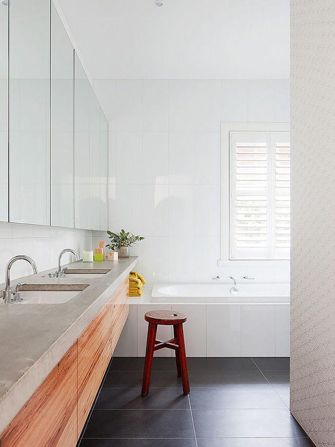 Baño microcemento combinado con madera