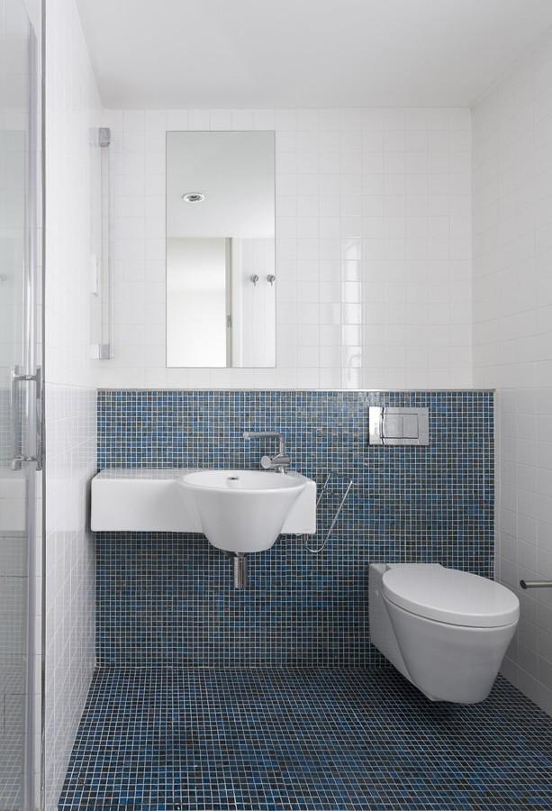 Foto ba o revestido con azulejos azules 285874 habitissimo - Banos con gresite y azulejos ...
