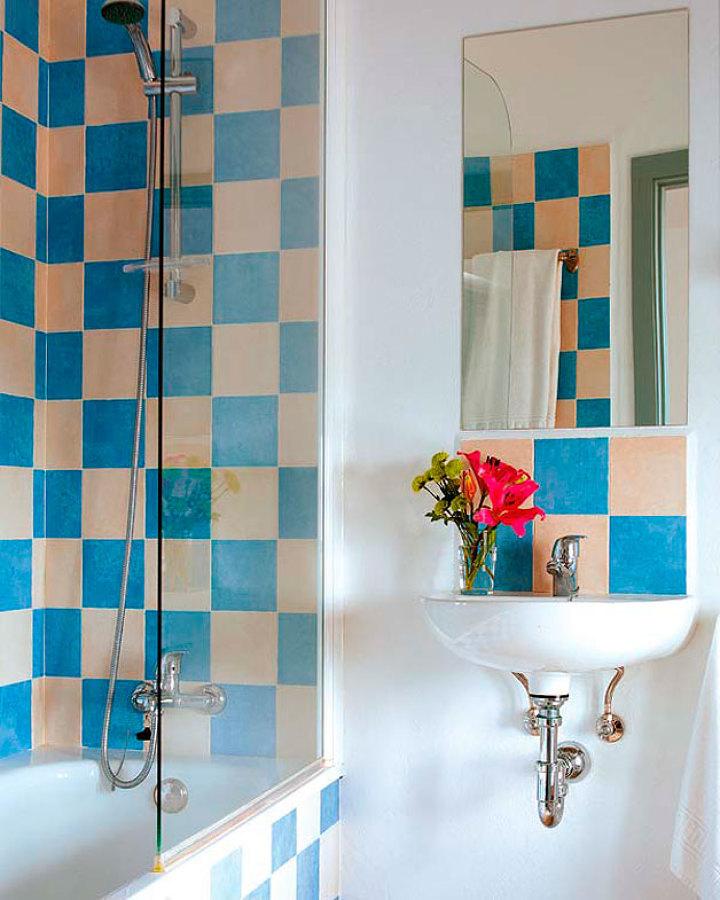 Foto ba o con azulejos pintados 165326 habitissimo for Pintura para ceramicos y azulejos