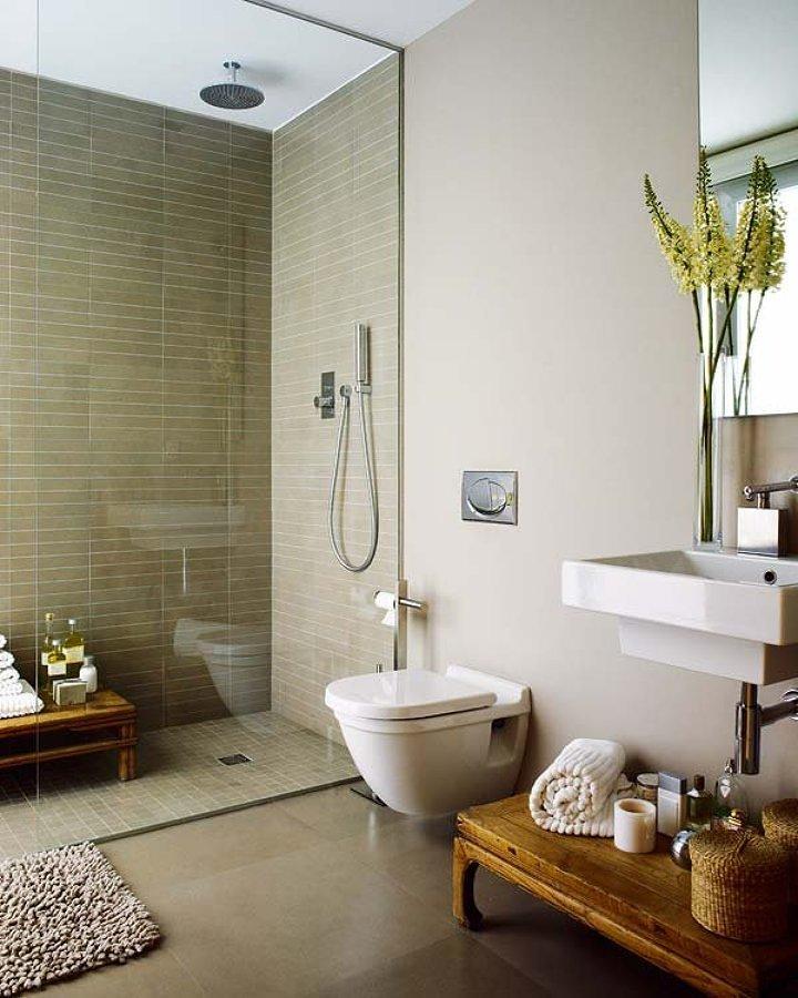 Baño con regadera y WC suspendido