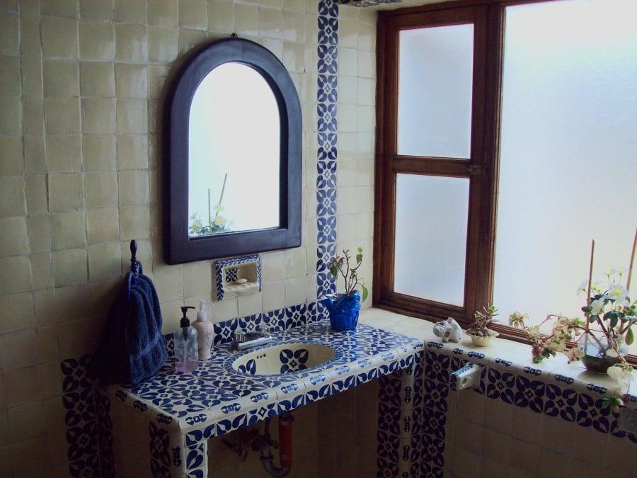 Azulejo Para Baño Talavera:Baño en acabados de azulejo talavera y lavabo hecho en concreto