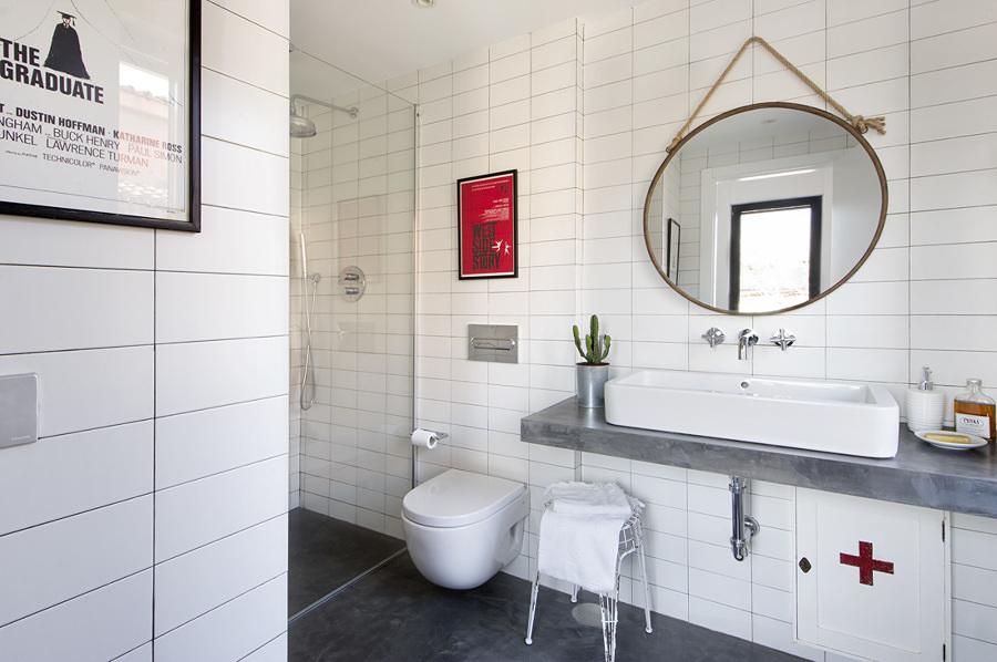 baño moderno con azulejos