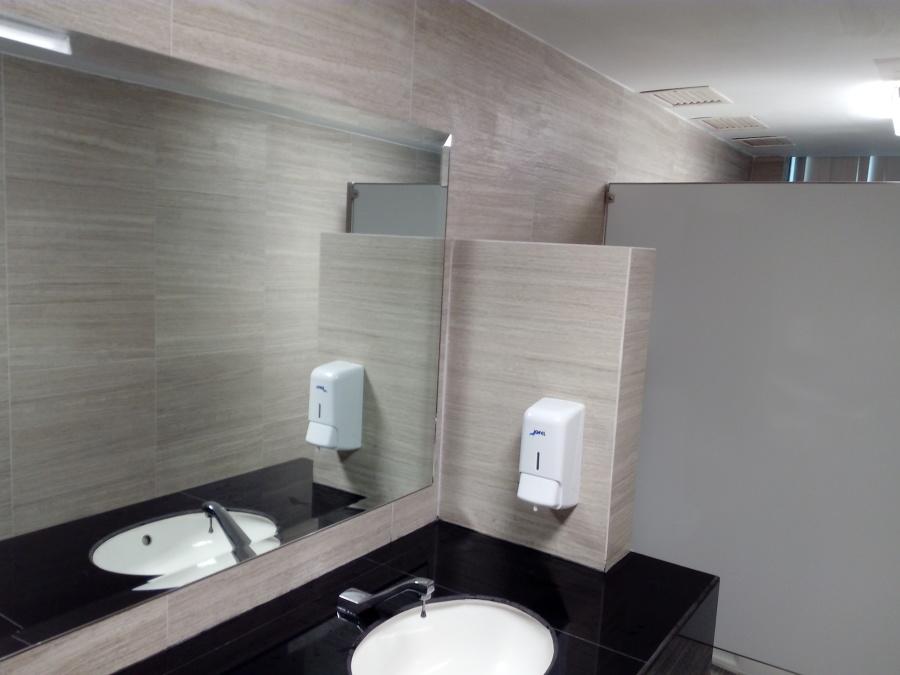 Baño hombres 3° piso