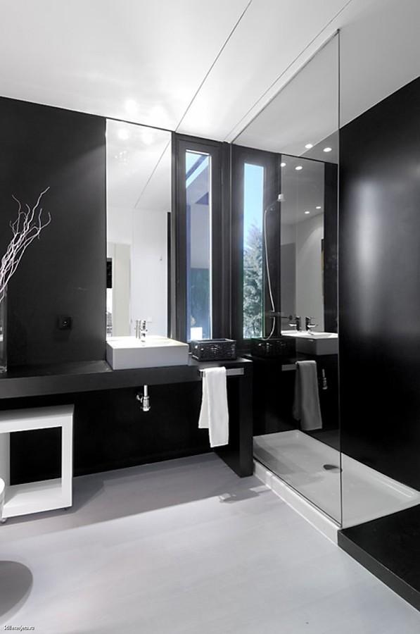 Medio Baño Minimalista:Baños Negros, Contrastes Elegantes