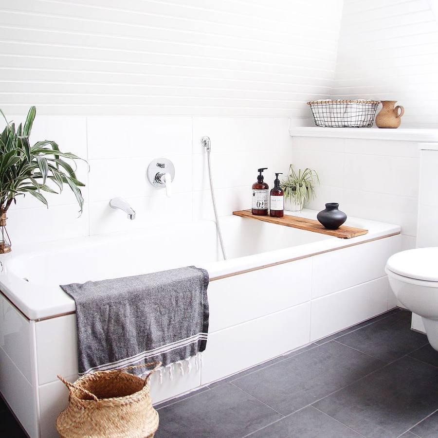 Baño nórdico con plantas