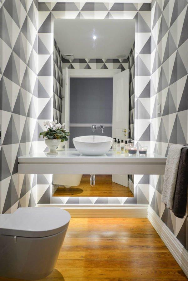 baño retroiluminado