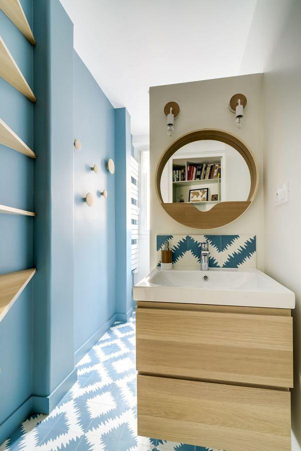 baño suelo porcelánico azul y blanco
