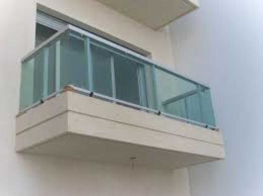 Foto barandal con aluminio y vidrio templado de grupo for Terrazas tlahuac