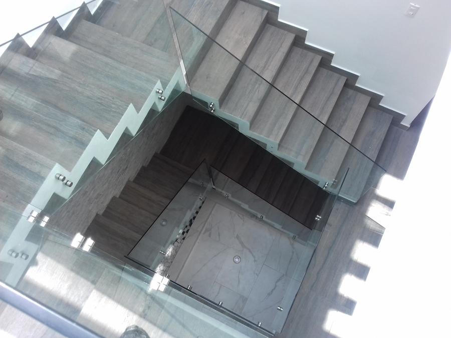 Barandal  con conectores a vidrio templado