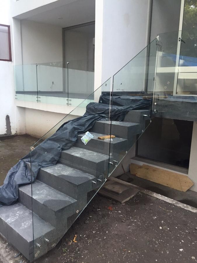 Foto barandal cristal templado escalera de aluminio y - Escaleras de cristal templado ...