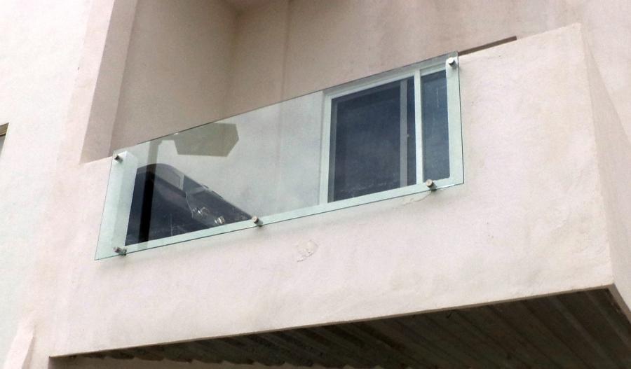 Casa residencial familiar instalacion de ventanas lujo ver for Barandales de aluminio blanco