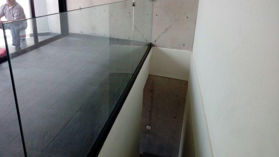 Foto barandal de cristal templado de grupo herraglass s a for Cristal templado queretaro