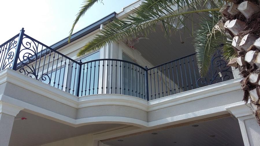 Fabricaci n de barandal de forja para balc n y terraza for Modelos de balcones modernos para casas