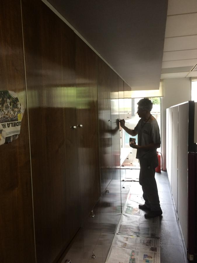 Remodelacion de oficinas ideas construcci n casa for Barnizado de muebles