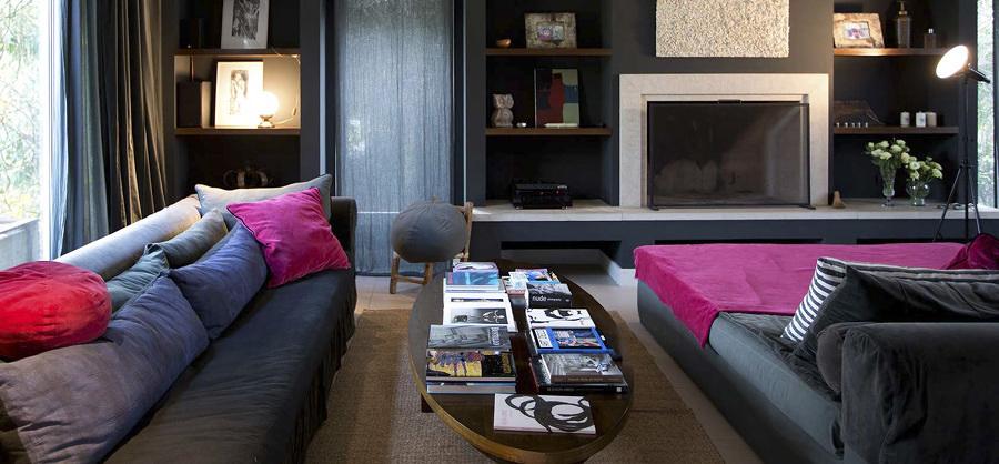 Sala con sillones y textiles