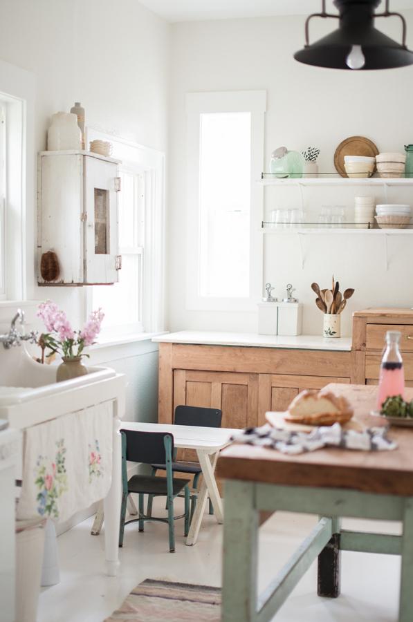 Cocina vintage con mobiliario en tonos pastel