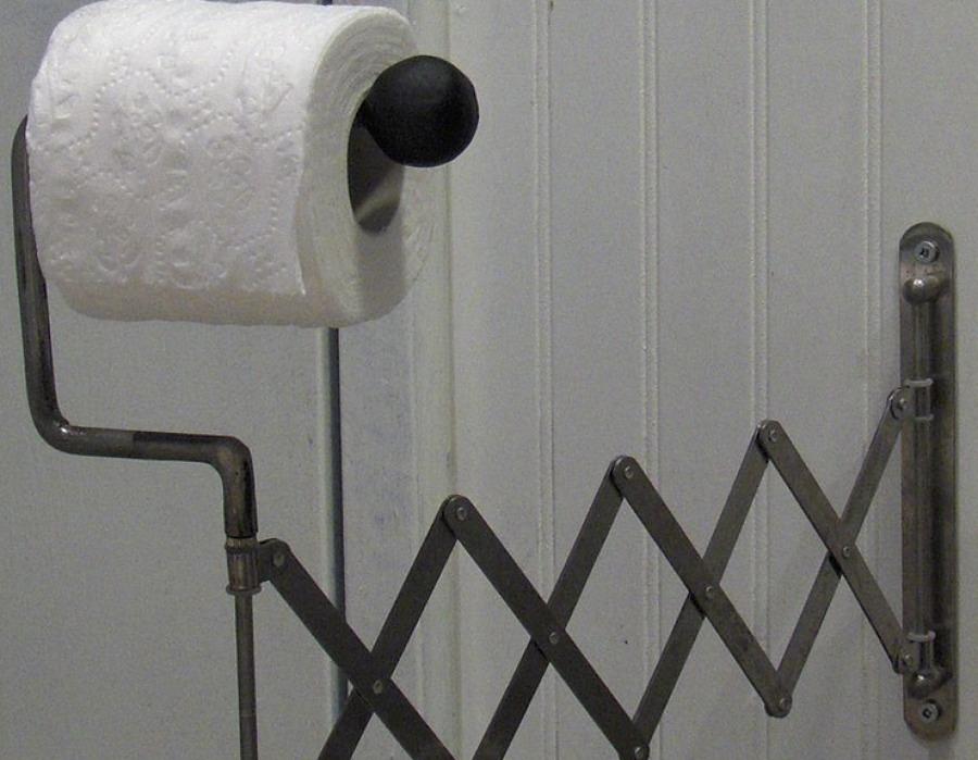 Brazo articulado con rollo de papel