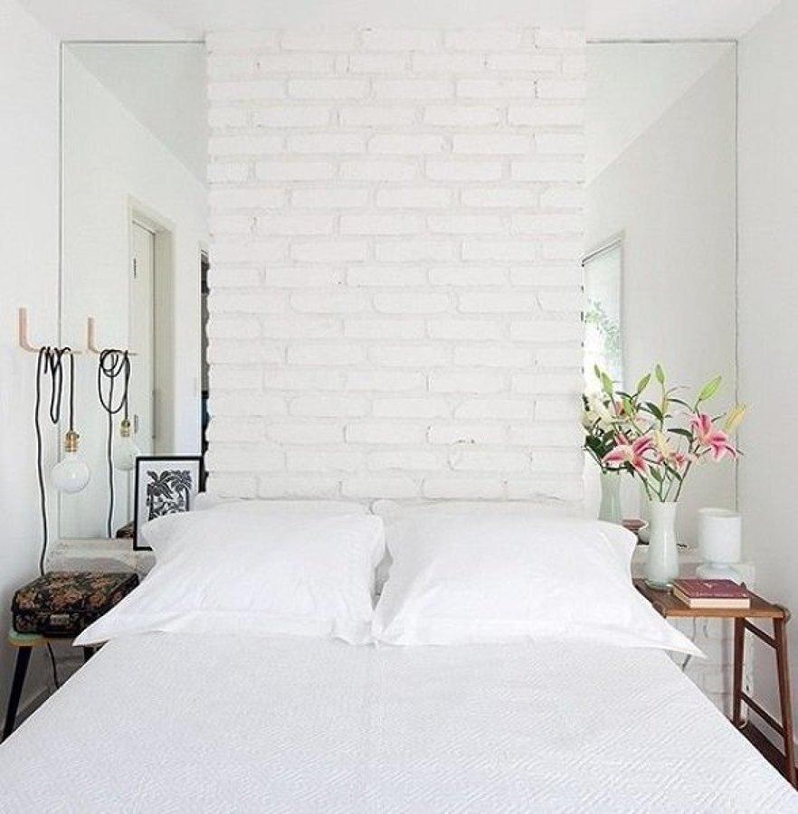foto rec mara blanca con pared de ladrillo visto 231209