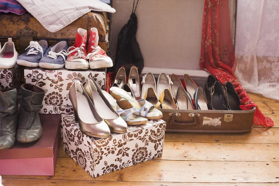 Zapatos organizados por tipo